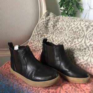 Sturdy GAP boy's dark brown leather boots! Size 13